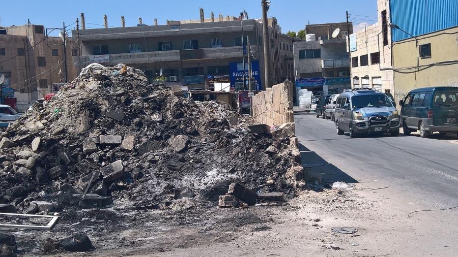 أكوام نفايات مخيم حطين بين خدمة مدفوعة الثمن وغياب ضمير  حيمور   صور
