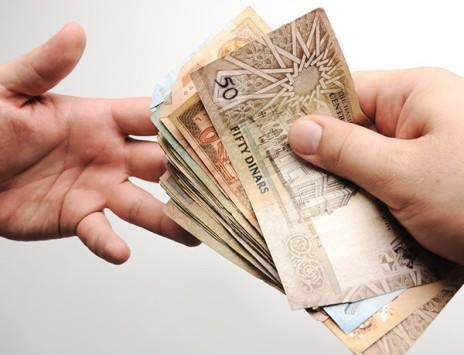 خط الفقر 100 دينار للفرد شهريا