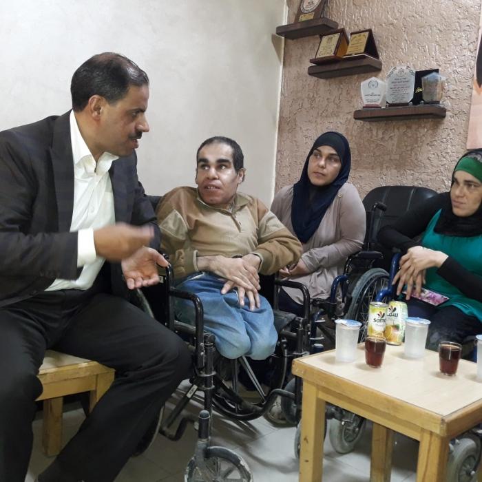وفد من ذوي الاحتياجات الخاصة يزور مركز أمن الهاشمية ويشيد بأدائهم