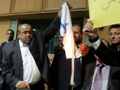 النائب خليل عطية يطالب بالغاء اتفاقية عربة وطرد سفير العدو