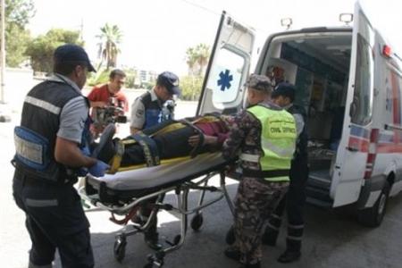 إصابة 12 شخص اثر حادثي تصادم في الزرقاء وعمان