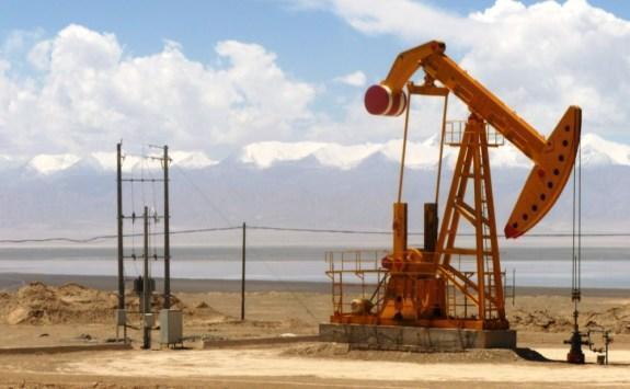 النفط يغلق مرتفعا