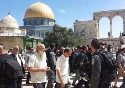 شرطة الاحتلال والمستوطنون يقتحمون الأقصى