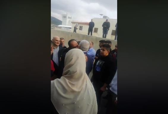 وصول وضاح الحمود مدير الجمارك سابقاً إلى منزلهصورة