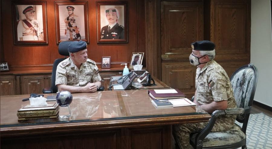 الملك يزور القيادة العامة للجيش