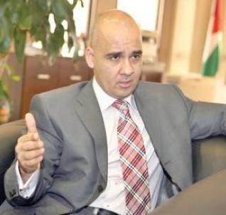 وزير أردني سابق يدعو لتغريم عدم مرتدي الكمامات