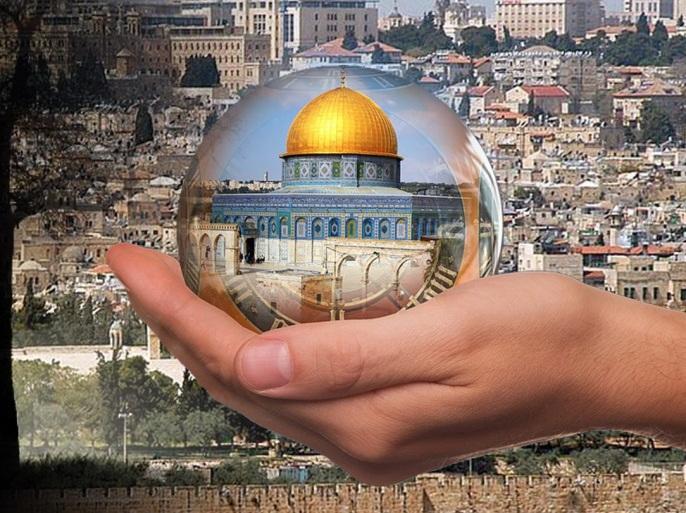 آخر أساليب الهرولة نحو التطبيع  سعودي يزعم أن الأقصى ليس في القدس