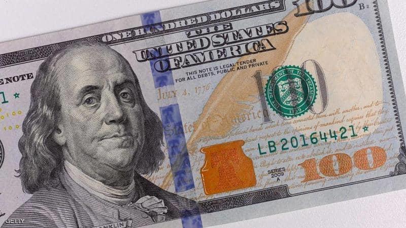 الدولار يهبط لليوم الخامس