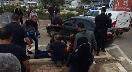فلسطيني يقتل طليقته طعنا في الشارع