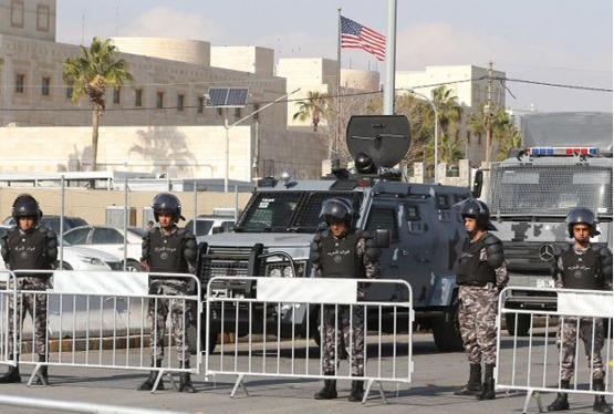 السفارة الأميركية توقف الفيزا