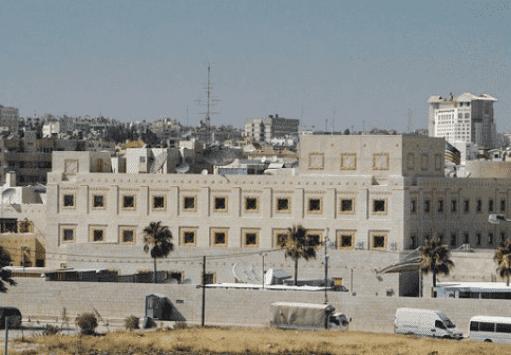 السفارة الأميركية تمنع موظفيها من التسوق بالأردن