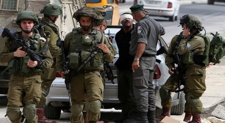 الاحتلال يعتقل 14 فلسطينيا من الضفة