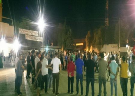 مسيرة بذيبان تطالب بإطلاق سراح البريزات والمعتقلين وتشغيل المتعطلين
