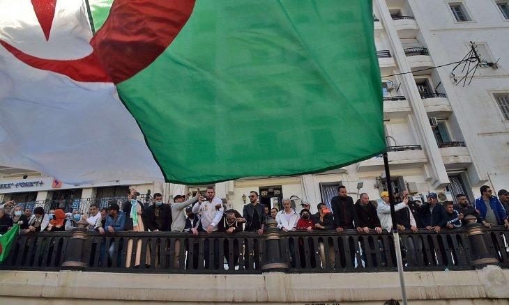 """قرار تبون وضع حد لـ""""الأعمال التحريضية"""" خلال مسيرات الحراك يخلق جدلا في الجزائر"""