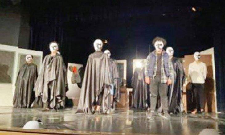 عرض مسرحية «الرجل الراقص» في الأردن