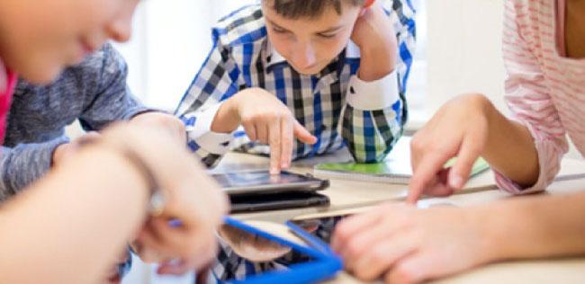 """تبخر أحلام 160 ألف طالب وطالبة بامتلاك أجهزة """"تابلت"""""""