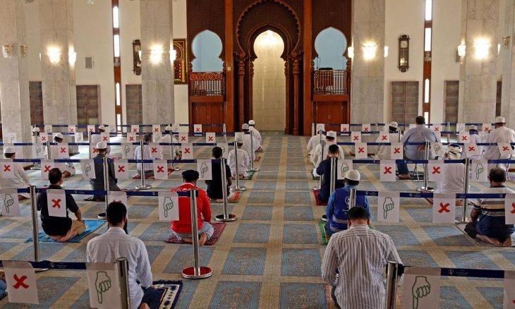 الأولى عربيا سلطنة عُمان تحظر إقامة صلاة عيد الفطر