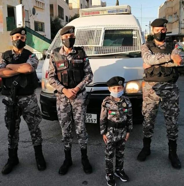 الأمن العام يواصل توفير الأمن ويشارك في صلاة العيد ويهنئ المواطنين  صور من الميدان