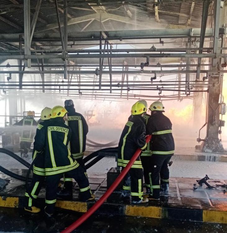 الدفاع المدني يقضي اول ايام العيد في اخماد حريق خطوط نفط العقبة