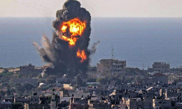 بعد هدوء لساعتين الطيران الإسرائيلي يجدد قصف مدينة غزة