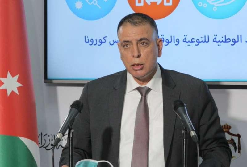 وزير الداخلية مازن الفراية يخاطب مدير الأمن العام الباشا حسين الحواتمة