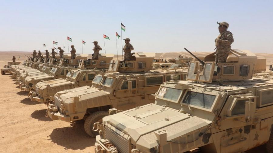 الأردنيون يحتفلون بيوم الجيش وذكرى الثورة العربية
