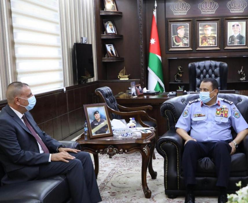 وزير الداخلية يزور مديرية الامن العام ويلتقي الحواتمة