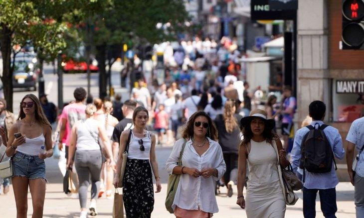 إنكلترا ترفع القيود الصحية