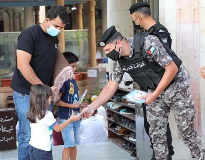 مرتبات الأمن العام تقضي اول ايام العيد بين افراد اسرتهم الكبيرة  الله يعطيكم العافية