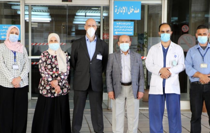 الدكتور مسعد يتفقد سير العمل في مستشفى الجامعة الأردنية أول أيام العيد ويهنئ الموظفين