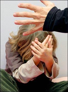 الحبس شهرين لأم آذت أطفالها