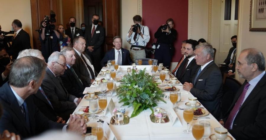 الملك يجتمع بقيادات مجلس الشيوخ الأمريكي