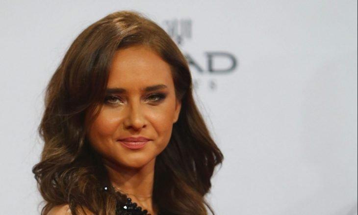 نيللي كريم تعلن خطوبتها من لاعب الإسكواش هشام عاشور