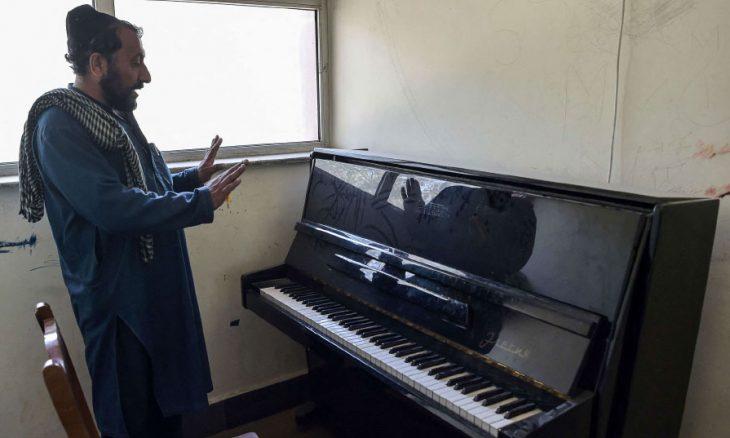 موسيقيون أفغان هربوا تاركين آلاتهم