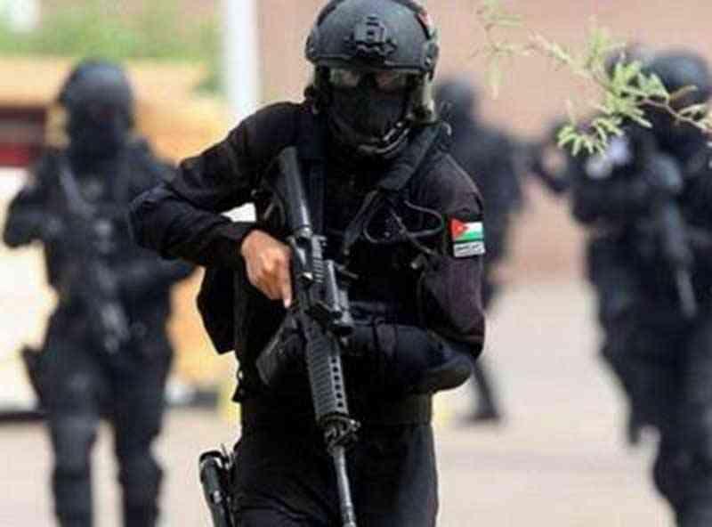 الامن يعلن الحرب على المخدرات ومروج يطلق النار على قوة امنية بالمفرق والامن يضبطه