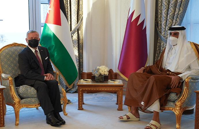 الملك يؤكد لامير قطر مركزية القضية الفلسطينية